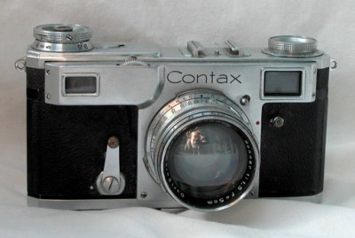 Contax-II-35mm-rangefinder-camera-with-Carl-Zeiss-Jena-5-cm-f1.5-high-speed-lens.-400x269